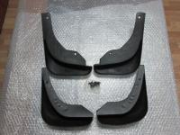 Оригинальные брызговики на Mazda 3 2013