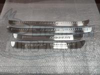 Накладки большие металлические на пороги Toyota Corolla 2013-2018