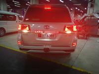 Накладка на заднюю дверь Land Cruiser 200 2016+ с подсветкой 2 режима белый и красный