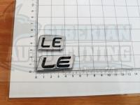 Шильдик с клеевой основой LE для автомобилей Lexus