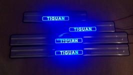 Светодиодные накладки на пороги Volkswagen Tiguan 2008- тип 1